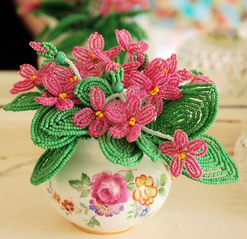 Как научиться плести бисером цветы - Делаем фенечки своими руками.