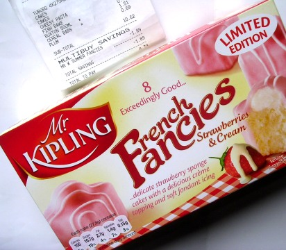 MrKiplingFrenchFanciesStrawberriesAndCream